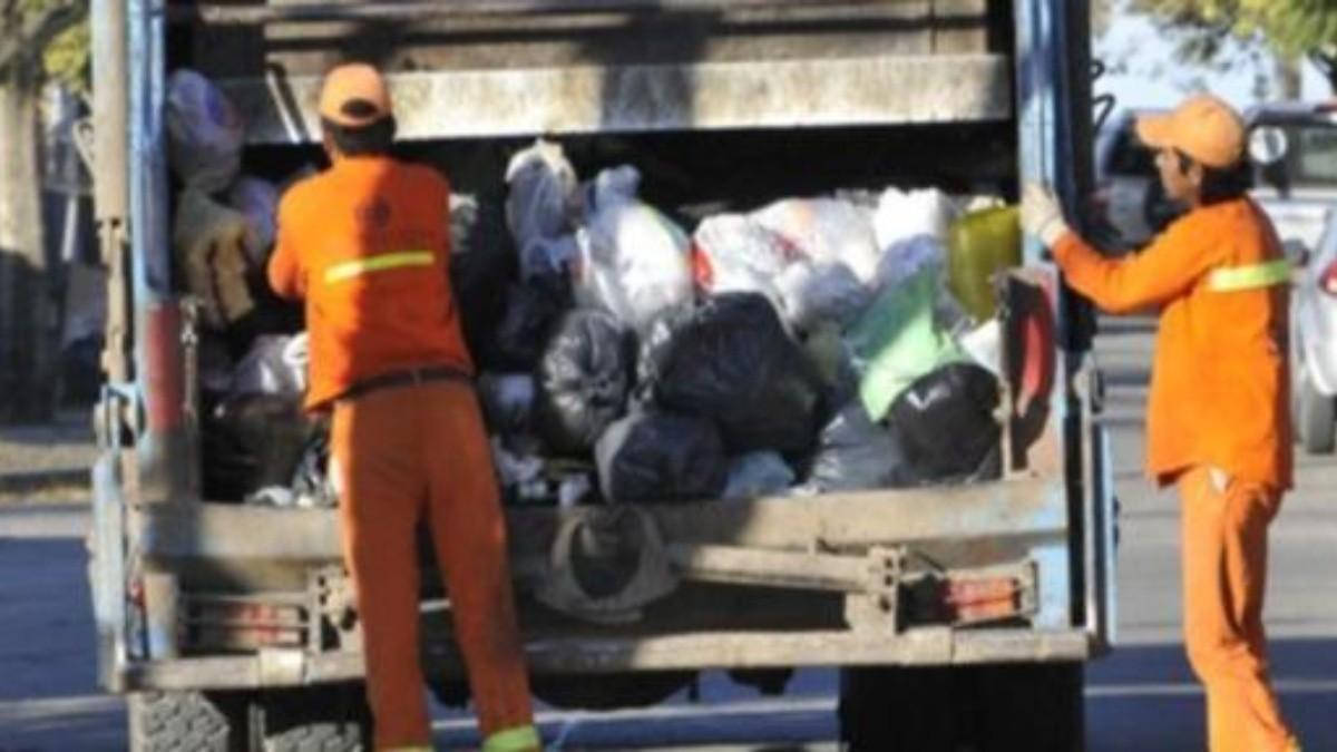 Camioneros logran aumento y los recolectores no paran