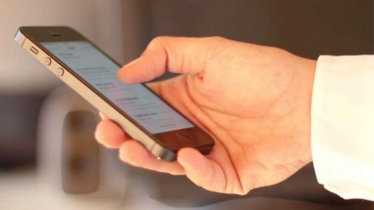El uso del pulgar en smartphones cambia la actividad cerebra