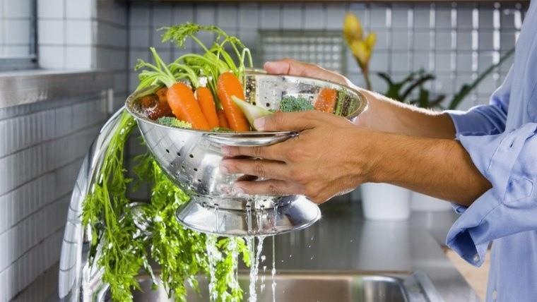 Los alimentos insalubres están relacionados con la muerte de unos 2 millones de personas al año, en su mayoría niños.