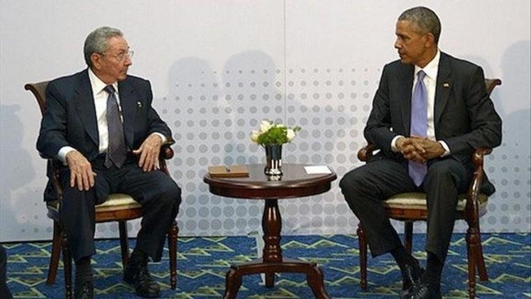 Obama y Castro buscan restablecer las relaciones.