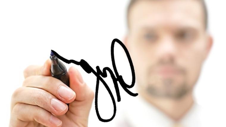 El conjunto de ambos análisis de la firma y la letra da una idea global de la persona.