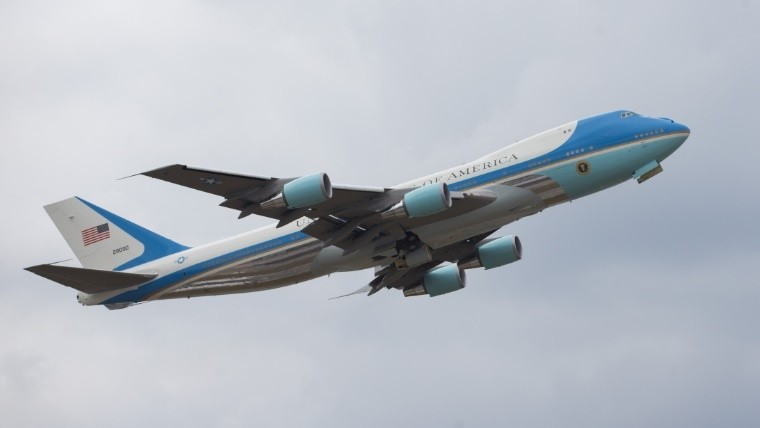 El Air Force One presidencial despegó a las 17.20 de la Argentina.