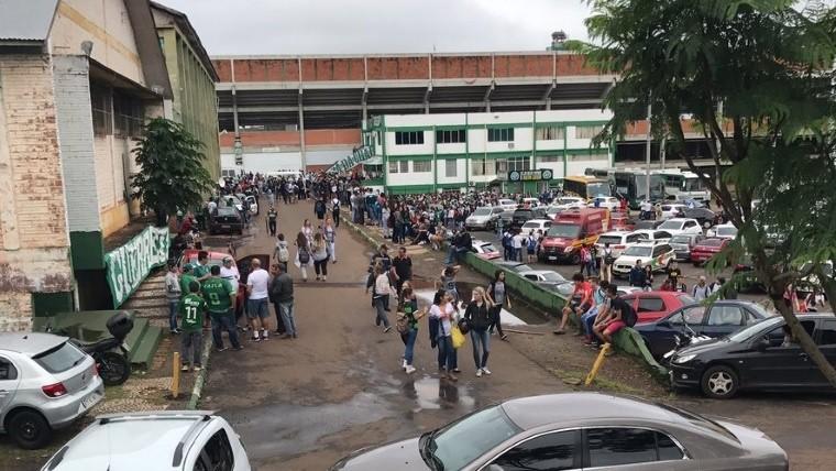Hinchas del Chapecoense recuerdan con emoción a los fallecidos | Deportes