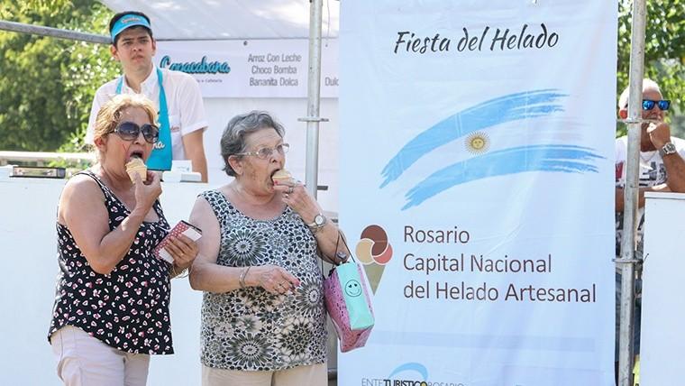 Los rosarinos disfrutaron del mejor helado artesanal. (Alan Monzón/Rosario3.com)