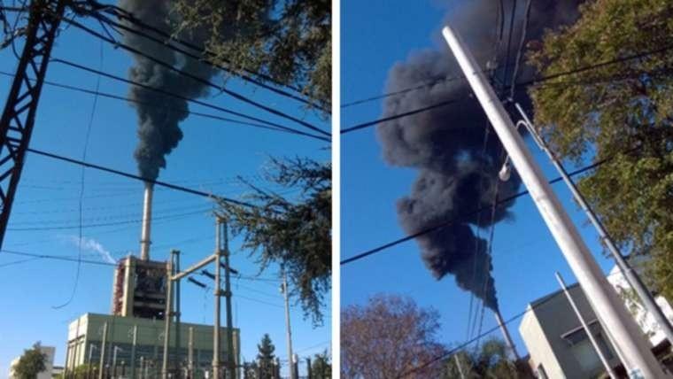 Imágenes del humo que sale de la usina Sorrento.