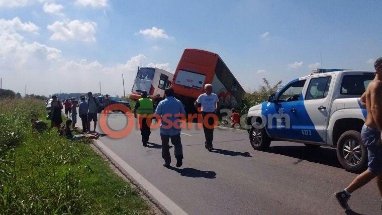 Trágico accidente entre dos unidades de Monticas: muertos y heridos