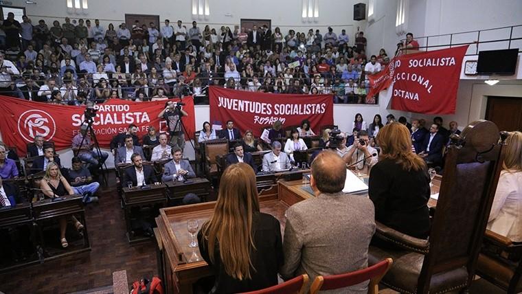 Las barras socialistas apoyaron a la intendenta.