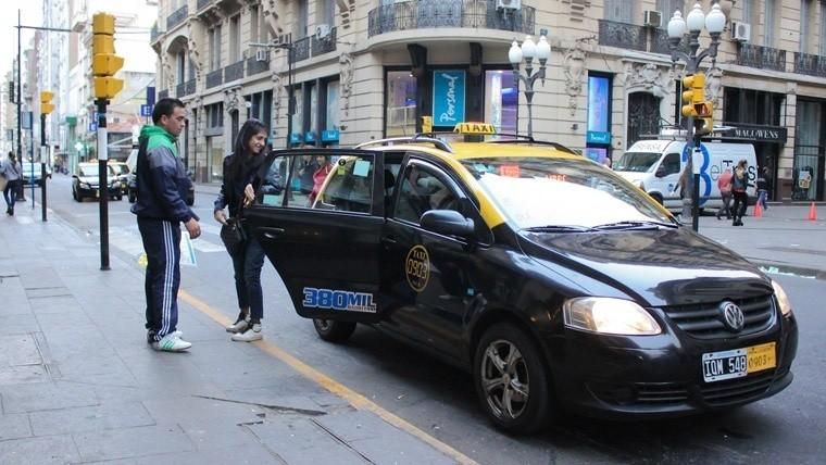 Habilitan BA Taxi y buscan sumar choferes para competir con Uber