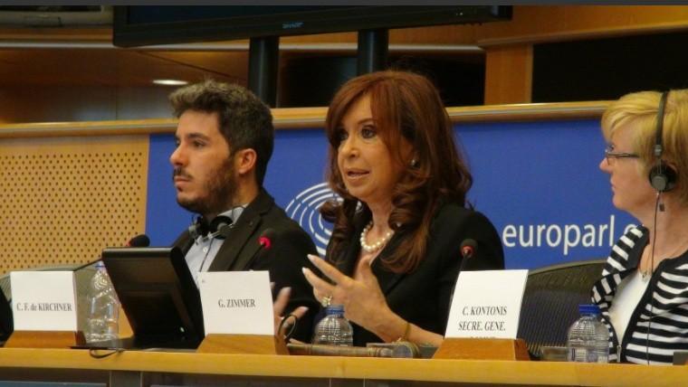Escracharon a Cristina Kirchner en el Parlamento Europeo: