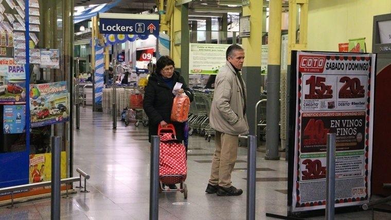 Las cadenas de supermercados Coto y Carrefour no respetaron el descanso dominical