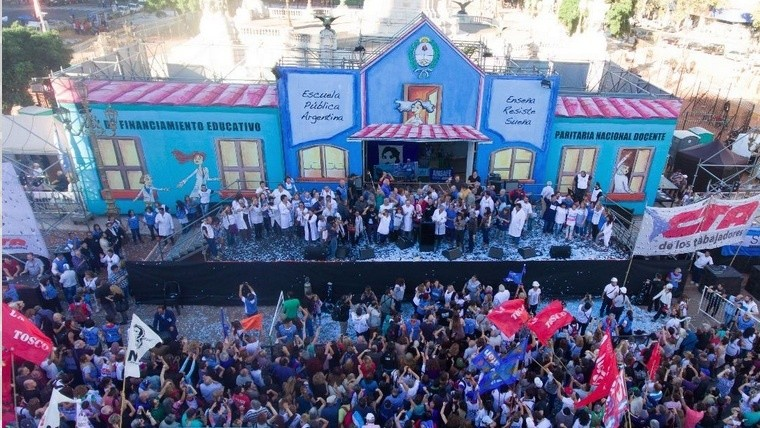 La escuela pública itinerante se instaló en Santa Fe