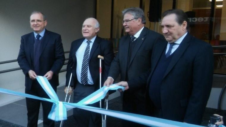 Schneider a la derecha de Lifschitz en la inauguración de la remodelación del Minisrterio de Trabajo.