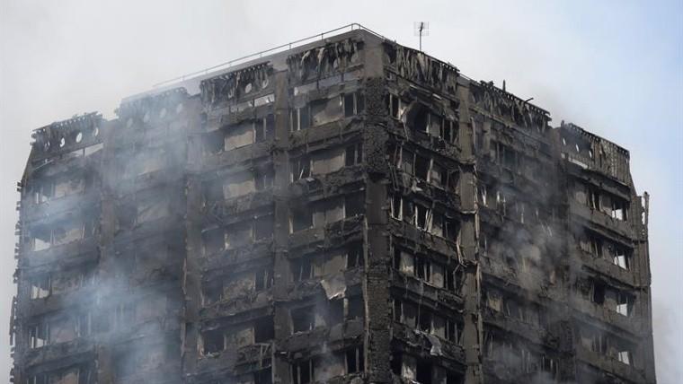Incendio en apartamentos de Londres deja 6 muertos