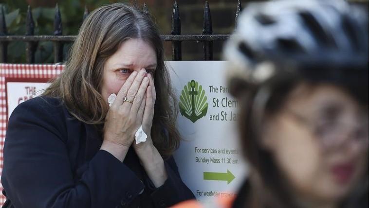 Londres: Seis fallecidos al incendiarse un edificio