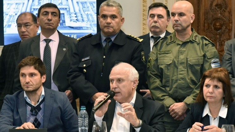 Bullrich aseguró que bajaron los homicidios y robos — Federales en Rosario
