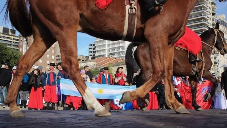 Día de la Bandera: polémica por la eliminación del desfile cívico