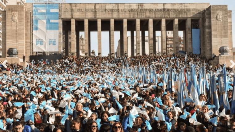 Un millar de chicos prometieron lealtad a la bandera en Las Heras