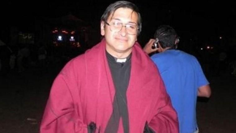 Un sacerdote llamó a