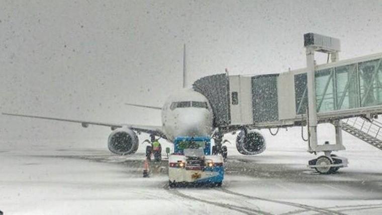 En el sur del país cerraron tres aeropuertos por nevadas