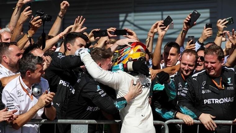 Hamilton festeja en Monza