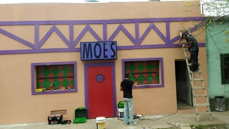 Simpsons del conurba: recrean la taberna de Moe en Ituzaingó