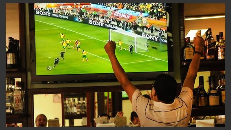 Mirar partidos por televisión hace mal al corazón   Rosario3