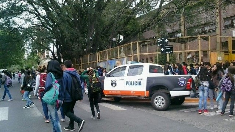 Detienen a un docente por amenaza de bomba en su colegio