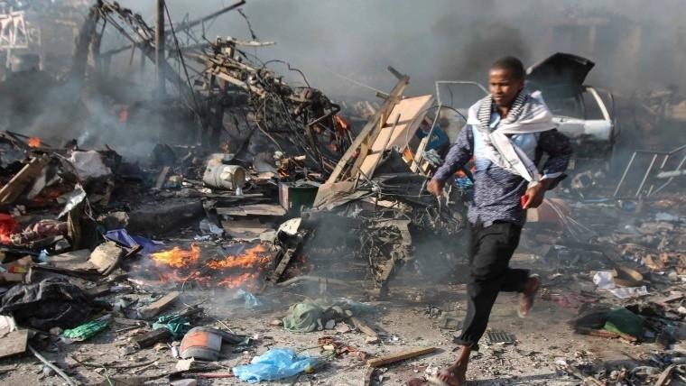 215 muertos y 350 heridos deja atentado terrorista — Somalia