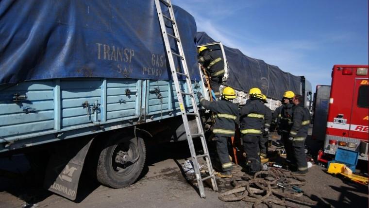 Murió un camionero y su acompañante está herida — Choque en Rosario