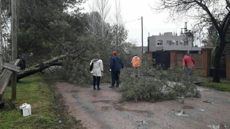 Al menos dos muertos en Luján por un temporal