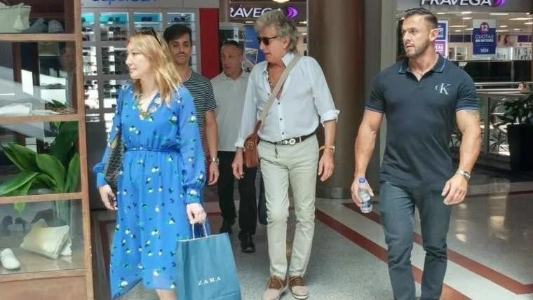 A horas de llegar, Rod Stewart estuvo de shopping por Paseo Alcorta