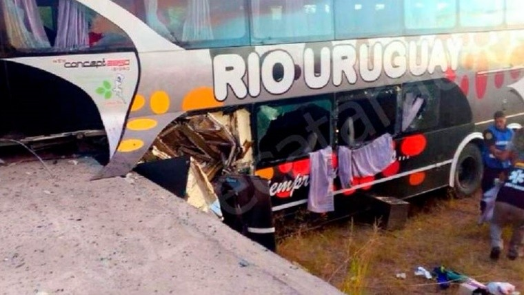 Micro con niños de Iguazu sufrió accidente en Entre Rios