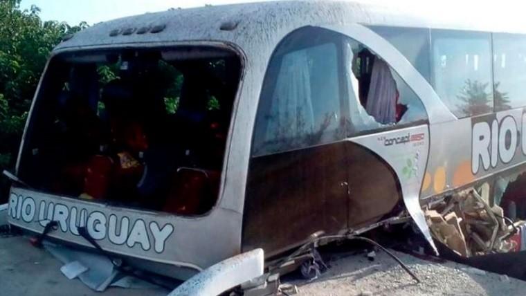 Dos fallecidos por el choque de un micro — Villaguay