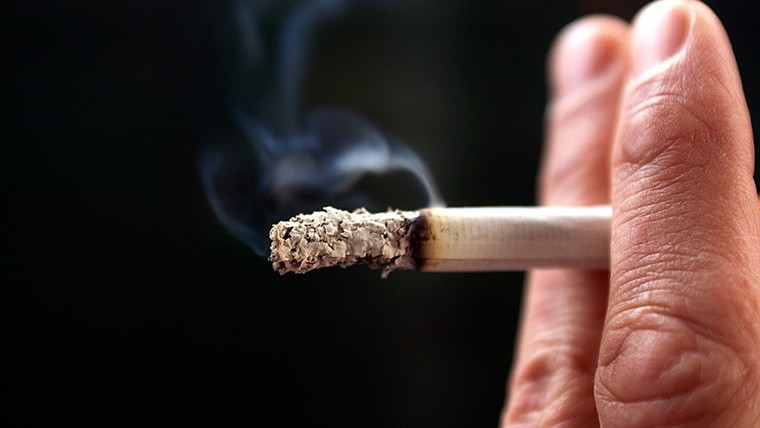 Un millón de no fumadores muere anualmente por el humo del cigarrillo