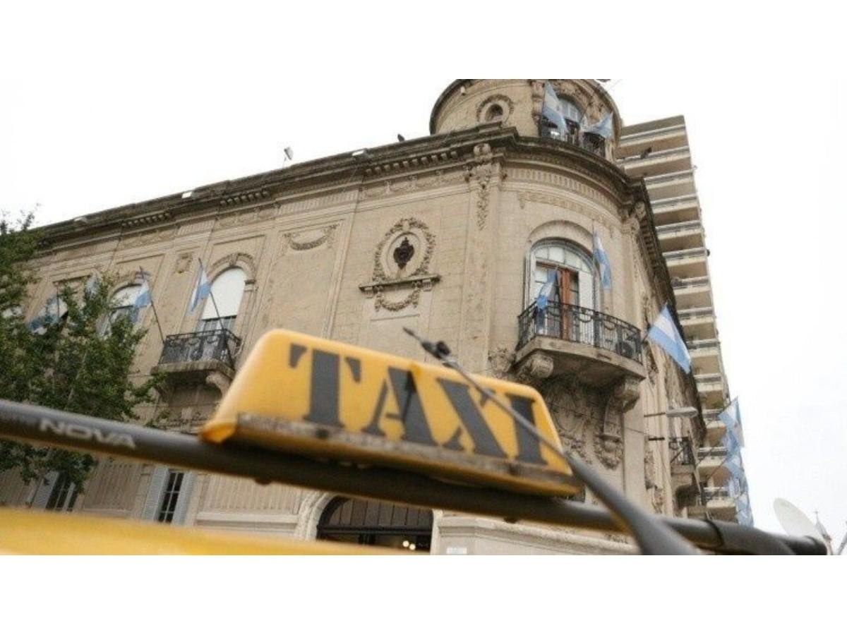 La votación por el aumento en los taxis pasó para el lunes