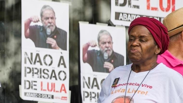 Tras entregarse Lula fue llevado a Curitiba — Brasil