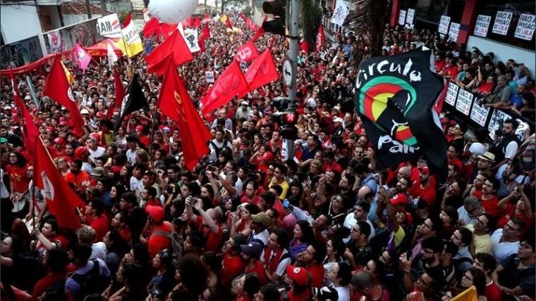 Lula da Silva va a prisión luego de entregarse a la policía