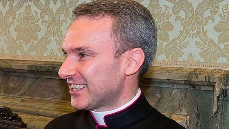 Detienen a sacerdote implicado en caso de pornografía infantil — Vaticano