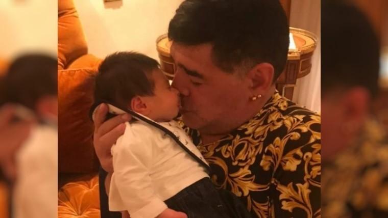 Triunfazo de Al-Fujairah y festejo loco de Maradona