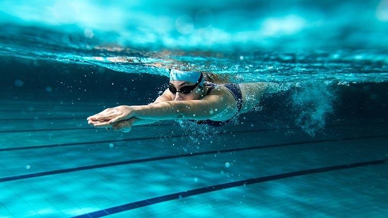 Nadar mejora la función cognitiva y el estado de ánimo.