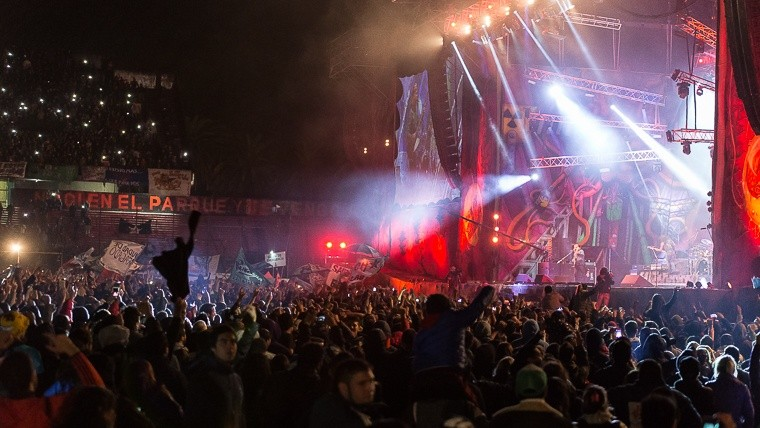 La renga fue una fiesta y sacudi rosario for Puerta 6 estadio newells