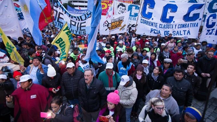 Multitudinaria marcha federal concluye en la Plaza de Mayo