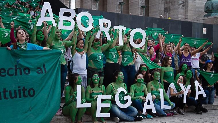 Mujeres reclaman en Argentina contra violencia de género