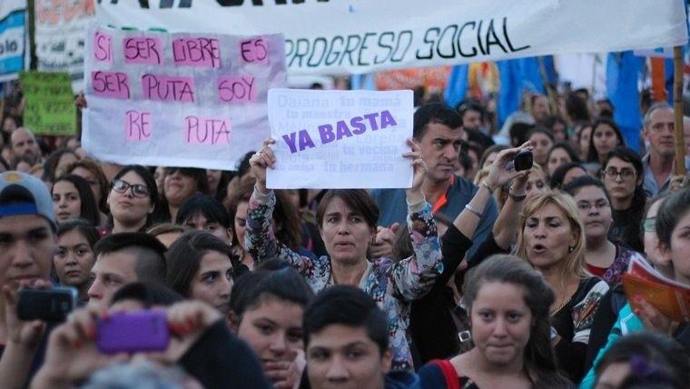 Miles de argentinas marchan contra los feminicidios