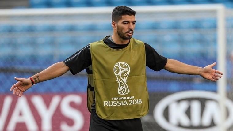 Uruguay pone en su realidad a Rusia; se lleva el Grupo A