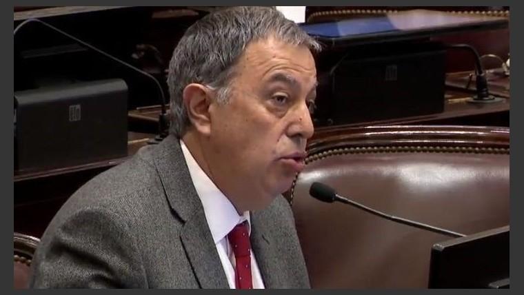 Polémicos dichos de un senador al hablar de abusos intrafamiliares