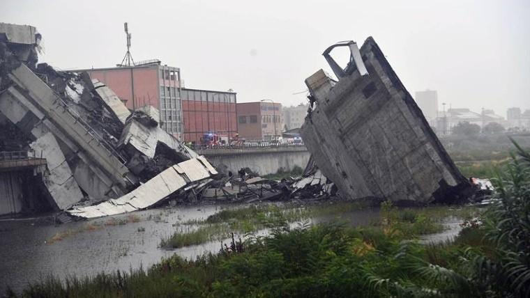 Las dramáticas fotos del letal colapso de un puente en Génova, Italia