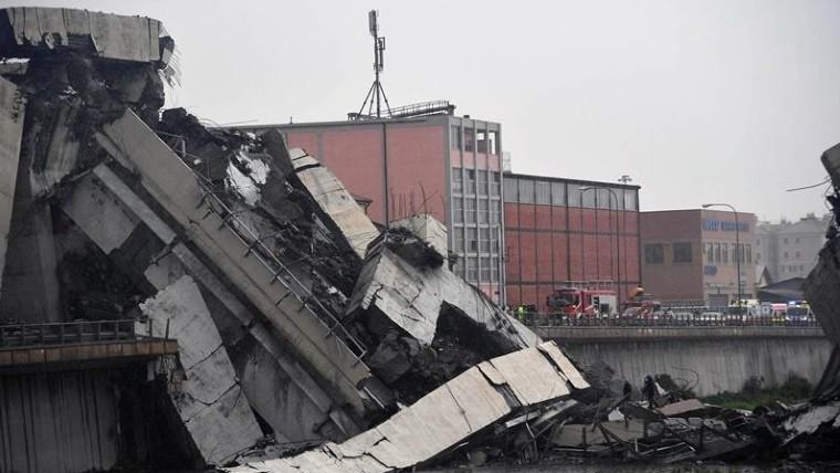Decenas de muertos por derrumbe de puente en Génova