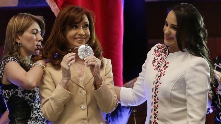 Piden retirarle una condecoración a Cristina Kirchner:
