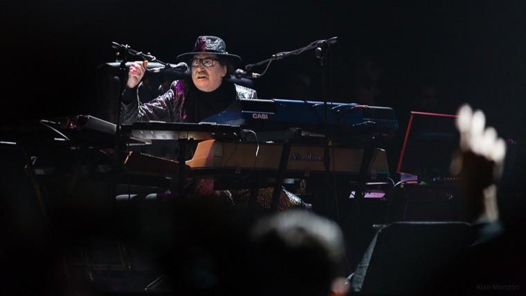 Charly García abandonó un show por problemas de salud